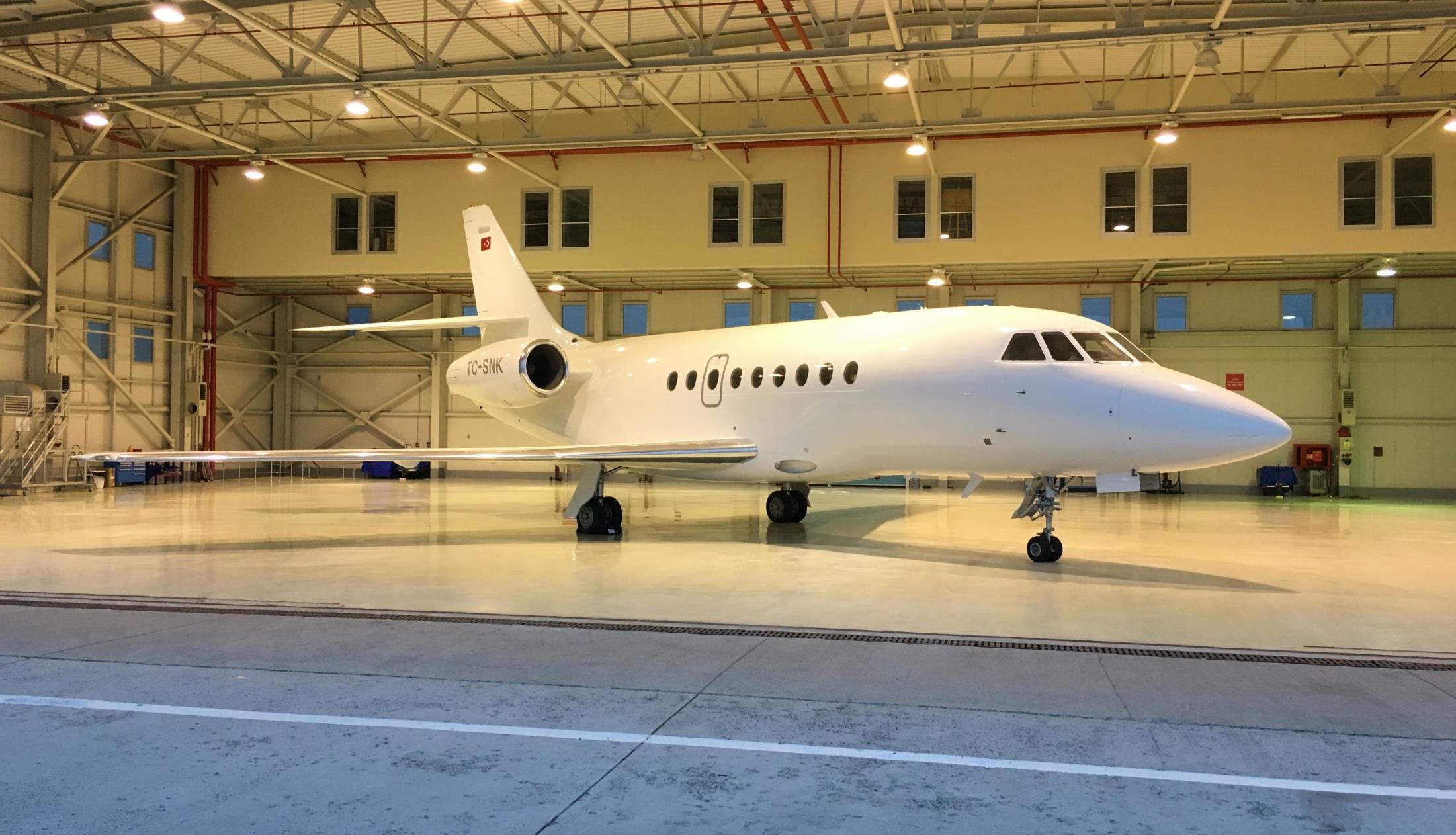 Falcon 2000 Exterior